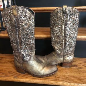 Frye Deborah studded boots 9 medium